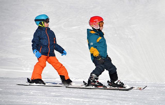 Diciembre con niños en la nieve
