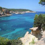 Por qué ir a Cala Portinatx: un paraíso en el norte de Ibiza