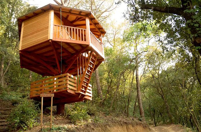 8 hoteles divertidos para ni os en los que lo pasar is pipa for Alojamientos cabanas en los arboles