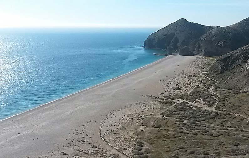 playas de almeria: playa de los muertos